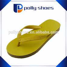 Venta al por mayor color diferente el precio más barato mujeres zapatilla de goma de la fábrica