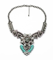 Hot and Latest Designs Fashion Luxury Fancy Sun Shape European Style Resin and Crystal Necklace for Women