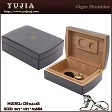 High Quality Luxury Portable Cigar Humidor Thick Pure Cedar Wood Cigar Case Carbon fiber Style Cohiba humidor