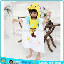 Lovely yellow Bee printed kids hooded beach towel velour printing animal bee kids poncho towel