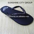 dama elegante cristal sandalias de playa