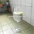 riesigen hohen glas wein vasen