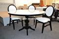 restaurante en blanco y negro de mesa y una silla xyn503 conjuntos
