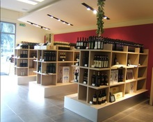high grade wood wine showcase design with LED lighting for wine shop design