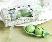 New Design Cute Small pea Salt & Pepper Shaker set wedding favor gift