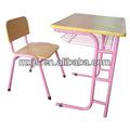 Diseño moderno de la escuela individual un escritorio y una silla