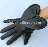 Unique design black sheepskin leather gloves for handicap
