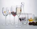 مرسومة باليد والزجاج والنبيذ/ زجاج النبيذ الابيض