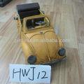 Amarelo antigo do Vintage arte clássico modelo de carro de ferro
