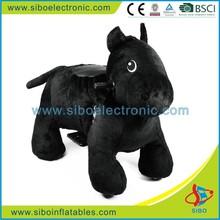 Gm5927 caldo bambini a cavallo a piedi macchina, peluche nero cavallo per la vendita