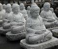 等身大の大きな石の庭の仏像