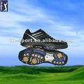 ユニークなデザインで最新のゴルフシューズ