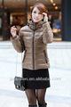 2013ファッショナブルな毛皮の襟の冬用コートダウンの女性ピンク青白の色