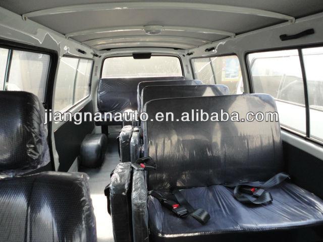 JNQ6495 toyota hiace minibus