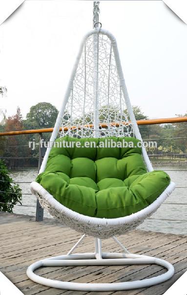 h ngen poly rattan zuckerrohr eisenrahmen schaukelstuhl. Black Bedroom Furniture Sets. Home Design Ideas