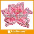 paetês bordados com motivos de flores figura