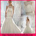 El traje de etiqueta de boda con aplique y lazo y el nuevo modelo con un gran escote está ventido con buen condición
