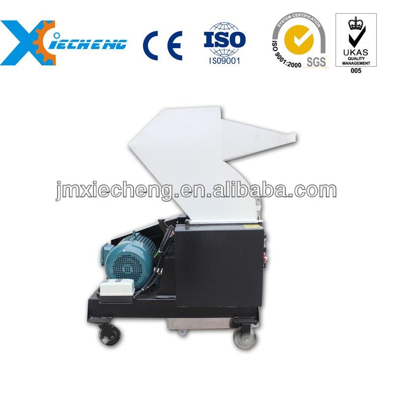 Recycling plastic film crushing machine