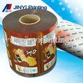 de múltiples capas de impresión envasadodealimentos película de plástico en el rodillo