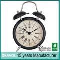 O velho relógio despertador, relógio de mesa para idosos