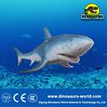 animatronic de tiburón