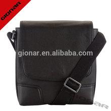 Black pebble grain leather mens affordable designer handbags / meduim shoulder bags for PC / cross body men bags OEM service