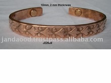 magnetic copper bracelet with leaf patterns Wearing it has health benefits