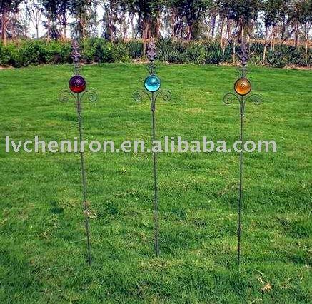 Metall garten sticks mit glaskugel dekoration für pflanzen