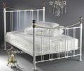 سرير معدني أبيض