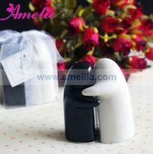 AE051 Ceramic Kisses and Hugs Salt & Pepper Shakers Wedding Guest Gift