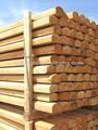 redonda de madera de postes de la cerca