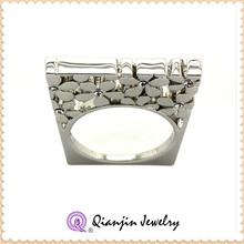 flat gold ring engraved flower and diamond pistil ring