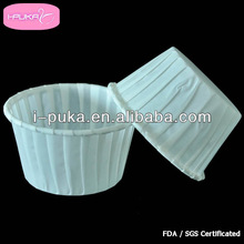 Self Standing Rimmed Baking Cups / formed by pleated