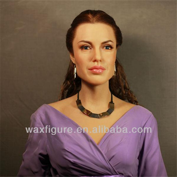 wax figure of famous star Angelina Jolie & Brad Pitt