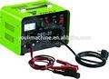 La batería del coche y cargador de refuerzo 12v/24v