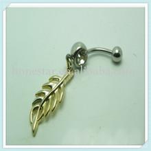 Dar cuerpo piercing de la joyería de oro de la hoja cuelga el claro anillo del vientre del ombligo