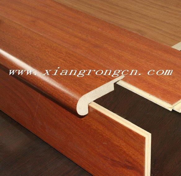 laminado de madera paso de la nariz para suelos laminados en la escalera de