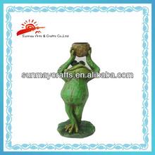 polyresin garden frog figurine with flower pot