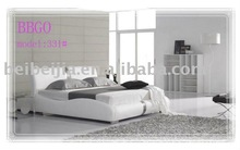 Classy White Elegant PU Bed with Stainless Steel Decoration