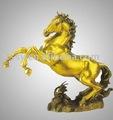 تمثال من البرونز لجمع الحرف الحصان