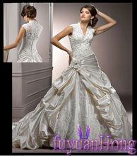 ST1028 Luxurious Wedding Purely Handmade Beaded V Neck Wedding Dress