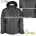 homem de casaco com capuz preenchimento roupas