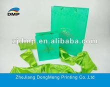 2012 fashionable promotional shopping paper bag with UV varnish