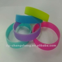 2012 Custom-made Debossed Silicon Wristband for business promotion
