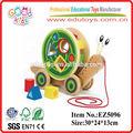 Andar- um- longo do caracol push& puxar brinquedo de madeira para crianças