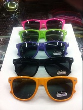 New fashion colorful promotion popularized wayfarer sun glasses both for man and women