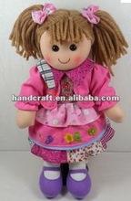 un trapo de algodón muñeca con traje