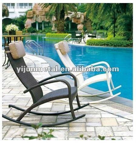 Por encargo de antig edades rota silla mecedora silla de for Mecedoras para jardin