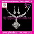 De moda de cristal barato conjuntos de collar y aretes