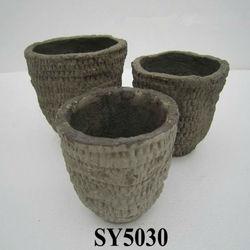 Straw outlook flower pot